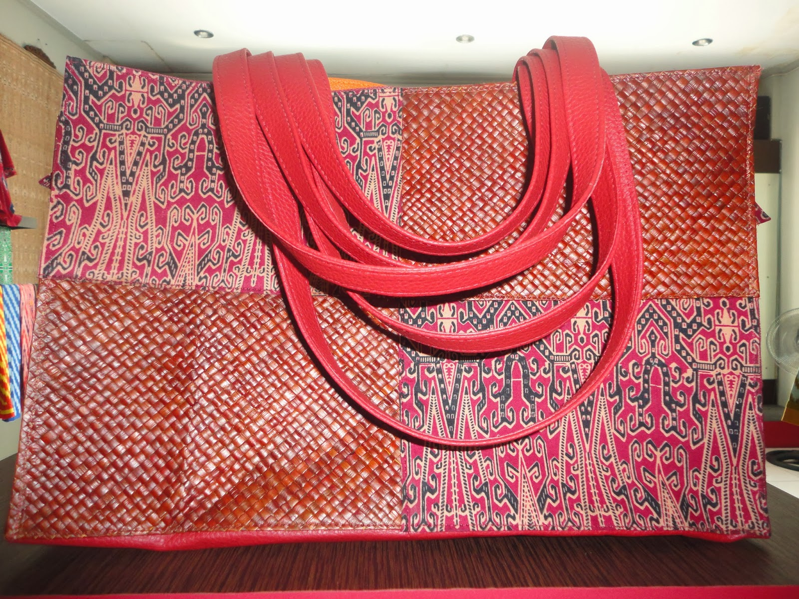Tas santai, terbuat dari kombinasi kain katun, bahan pembuat anyaman ...