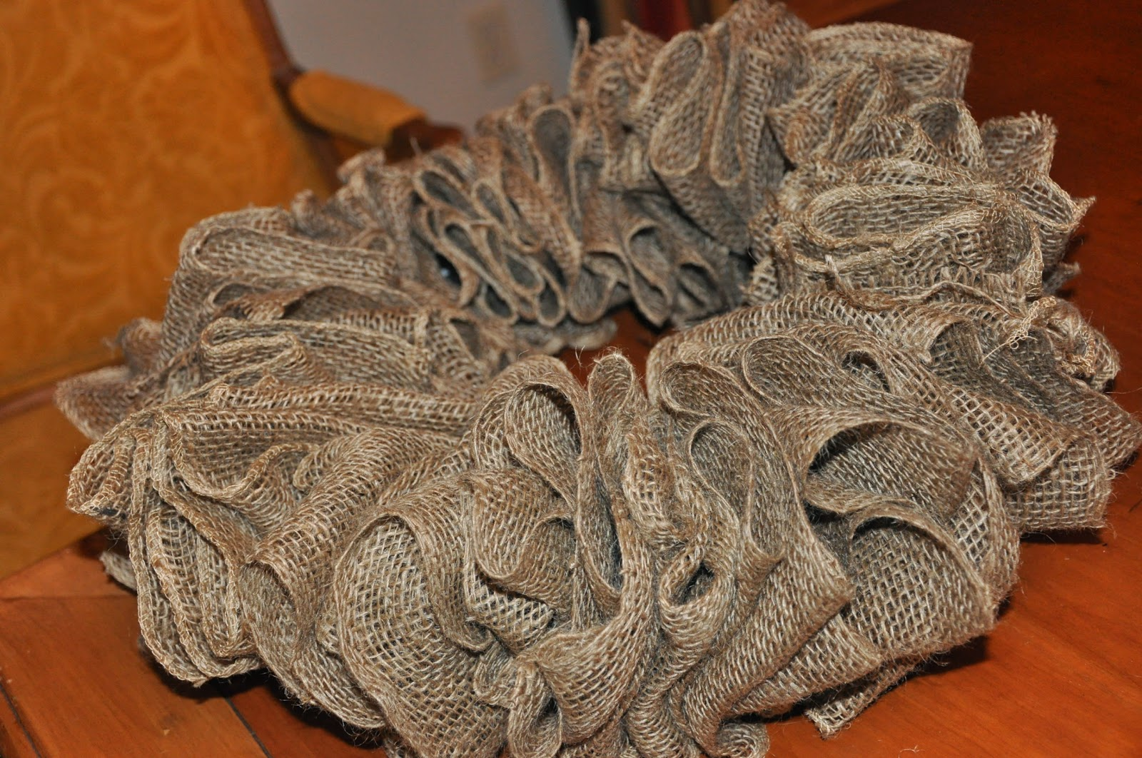 The dishy decorator burlap wreath for How to decorate a burlap wreath for christmas