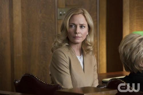 Arrow-S02E07-State-vs-Queen-Moira-Trial