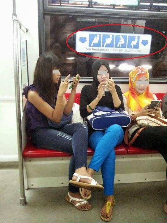 3 Awek pentingkan diri sendiri buat buat main phone