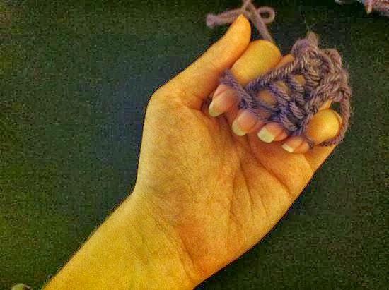 Tejer con los dedos en Recicla Inventa