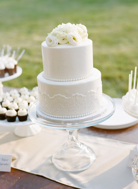 Twin Cities Wedding Cake with Fondant Lace and Pearls