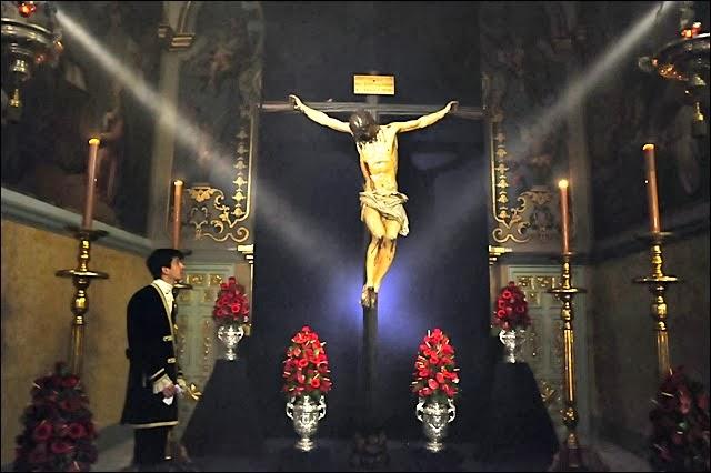 Besapiés al Santísimo Cristo de la Fundación Sevilla 2014