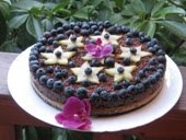 Csoki torta áfonyával és karambolával