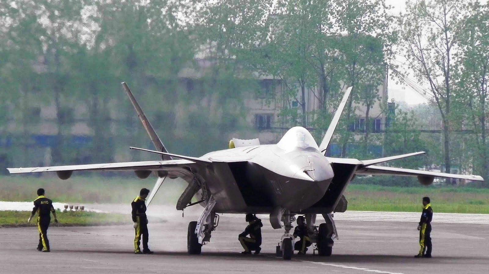 http://3.bp.blogspot.com/-aWFrDtvMjCQ/Tiodg6CY67I/AAAAAAAAGAo/5kxN39ARD_Y/s1600/chengdu_j_20_the_mighty_chinese_dragon_jet_fighter_412947_aircraft-wallpaper.jpg
