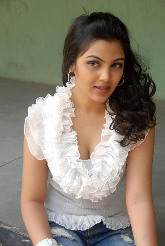 Actress Priyanka Tiwari New Hot Stills Photos sexy stills