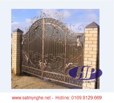 Những mẫu cửa sắt đẹp  tông màu đồng cổ kính