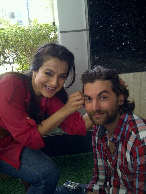 Ameesha Patel Real Life Pic with no makeup - Neil Mukesh & Ameesha Patel on the sets of Shortcut Romeo