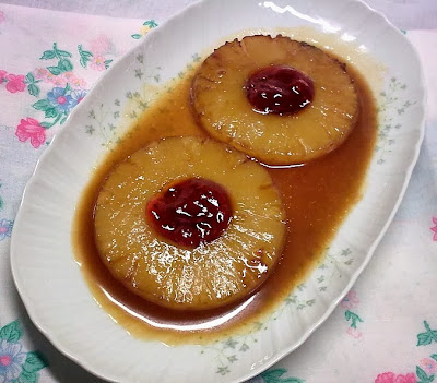 Piña Caramelizada con Salsa de Naranja