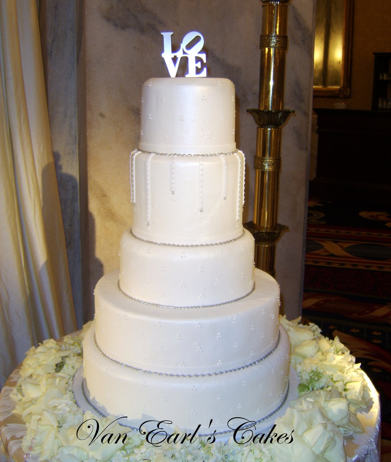 Van Earl s Cakes Five Tier Elegant Pearl White Wedding Cake