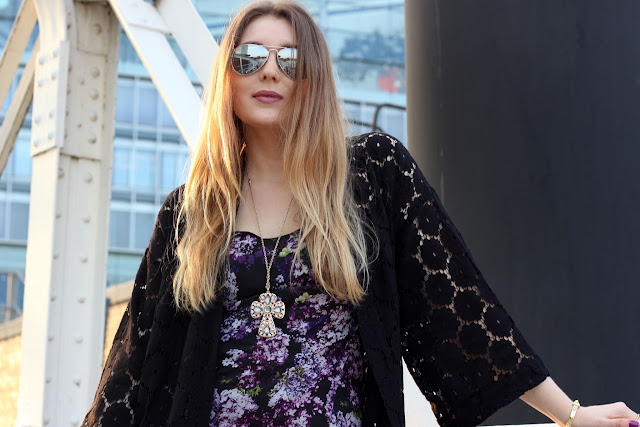 lace, h&M; Spitze, schwarz, trend, how to wear a kimono, & other stories, floral, radiant orchid, heels, streetstyle, festival, modeblogger, hamburg, hafen, gina tricot, trägerkleid, lila, german fashionblogger