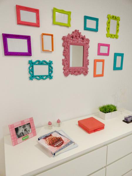 Casa de boneca decor bandejas com mosaico de cds e molduras coloridas - Molduras para paredes ...