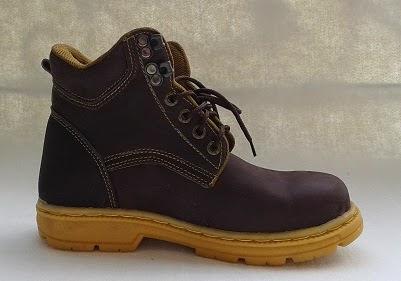 Sepatu Safety Boots Coklat Bahan Kulit Asli