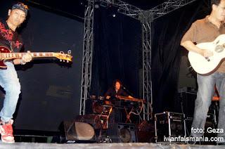 Iwan Fals Konser - iwanfalsmania.com