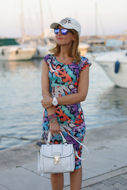 summer outfit, graffiti print dress, vero moda graffiti dress, Oakley sunglasses, Asos white bag, fashion and cookies, fashion blogger
