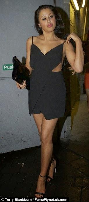 الجميلات جوردي شور كلوي نوفمبر شارلوت كروسبي خلال سهرة في لندن