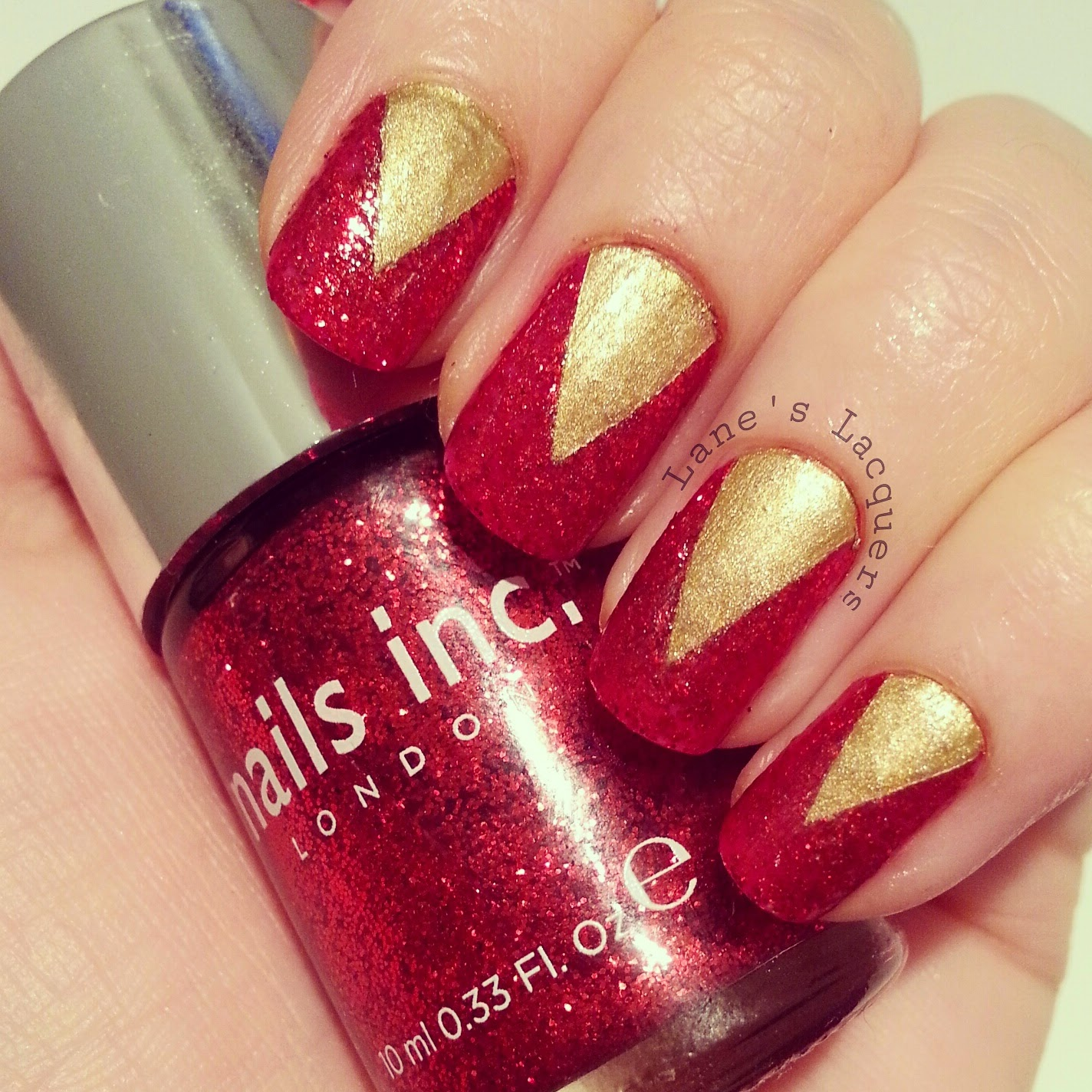 52wpnmc-nails-inc-red-glitter-gold-chevron-nail-art (2)