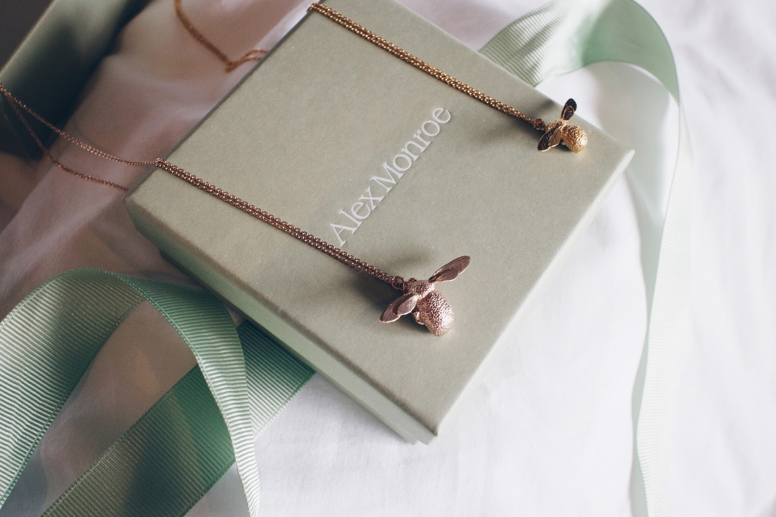 alex monroe bee necklace