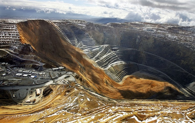 Оползень засыпал самый большой в мире карьер  В результате оползня миллионы тонн породы обрушились на дно карьера Бингем, США