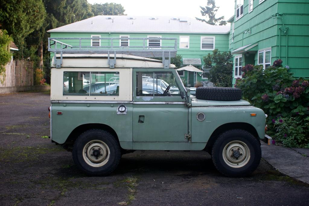 the street peep 1965 land rover series ii. Black Bedroom Furniture Sets. Home Design Ideas