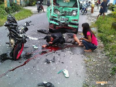 kecelakaan maut,tabrakan motor dan mobil