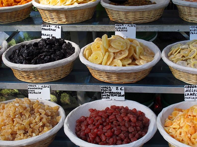 Can you give me a descriptive essay of a market vendor please ?