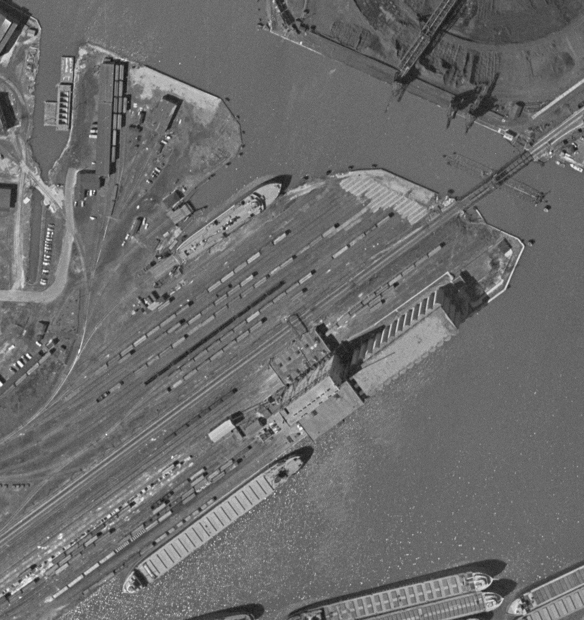 note the cnw access at the lower left to the interchange with the gtw ferry yard as a bonus one of the gtw ferries is just getting ready to sail