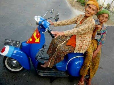 Gambar Foto Nenek Paling Narsis Unik Aneh Lucu dan Goki