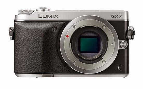 La Panasonic GX7 fotografata di fronte
