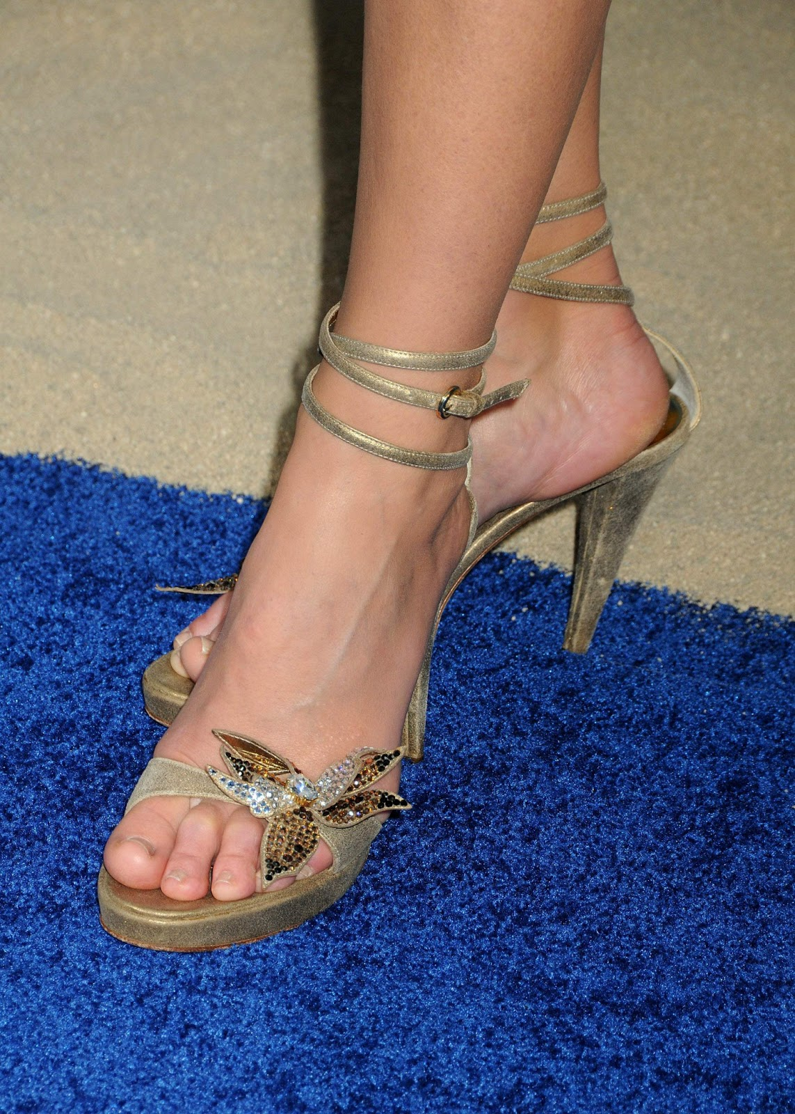 Emily Osment Feet and Toes Images & Pictures - Findpik