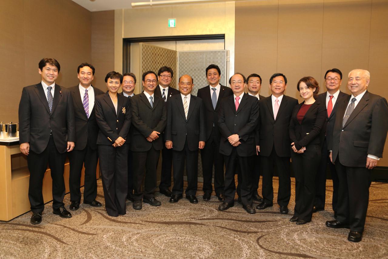 岸信夫等自民党議員とともに朝食。蘇主席:日本の新世代の代議士との交流を強化する ~ 民主進歩党(日本語ページ)