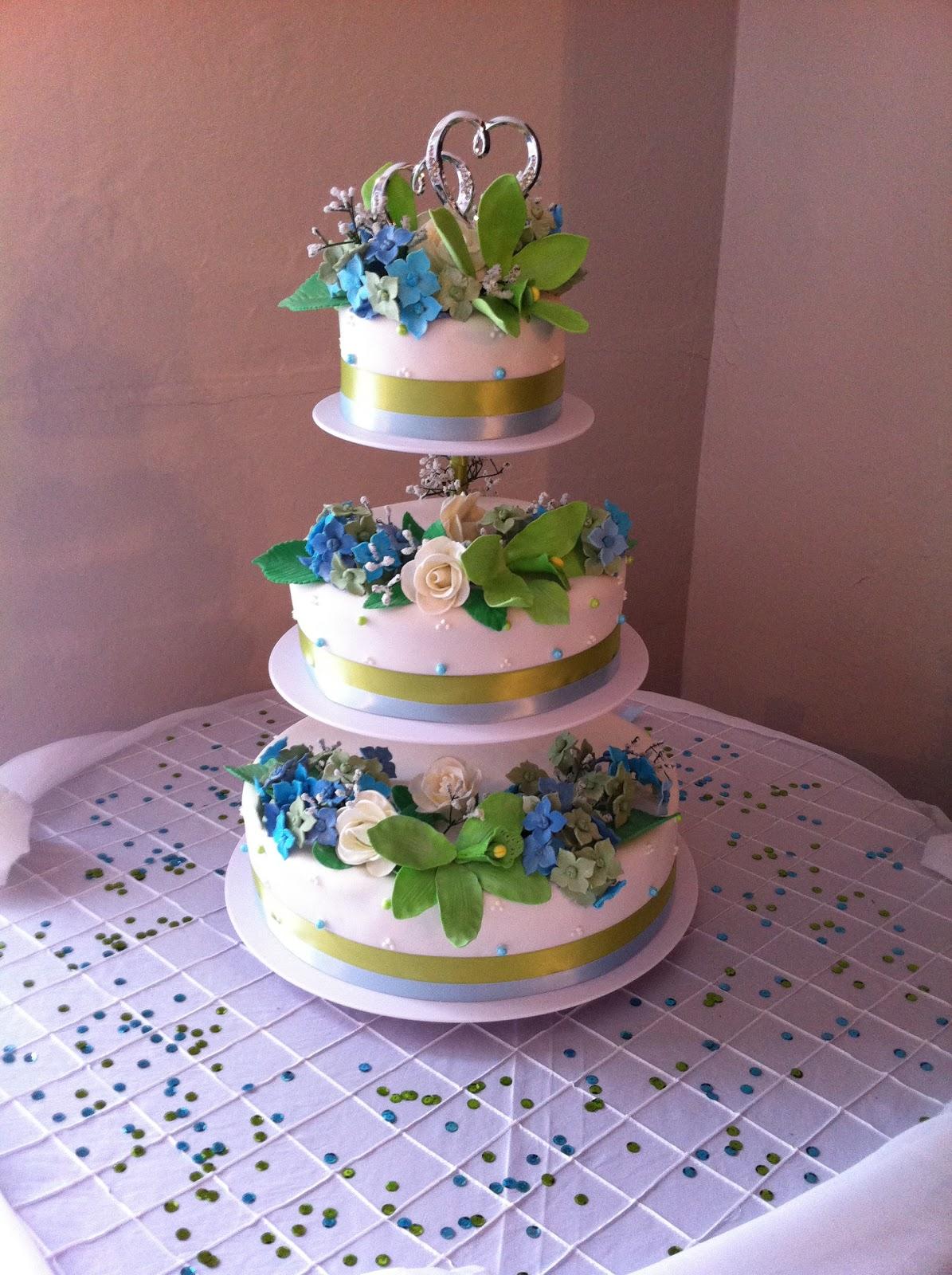 Love Dem Goodies Floating Wedding Cake With Edible Flowers