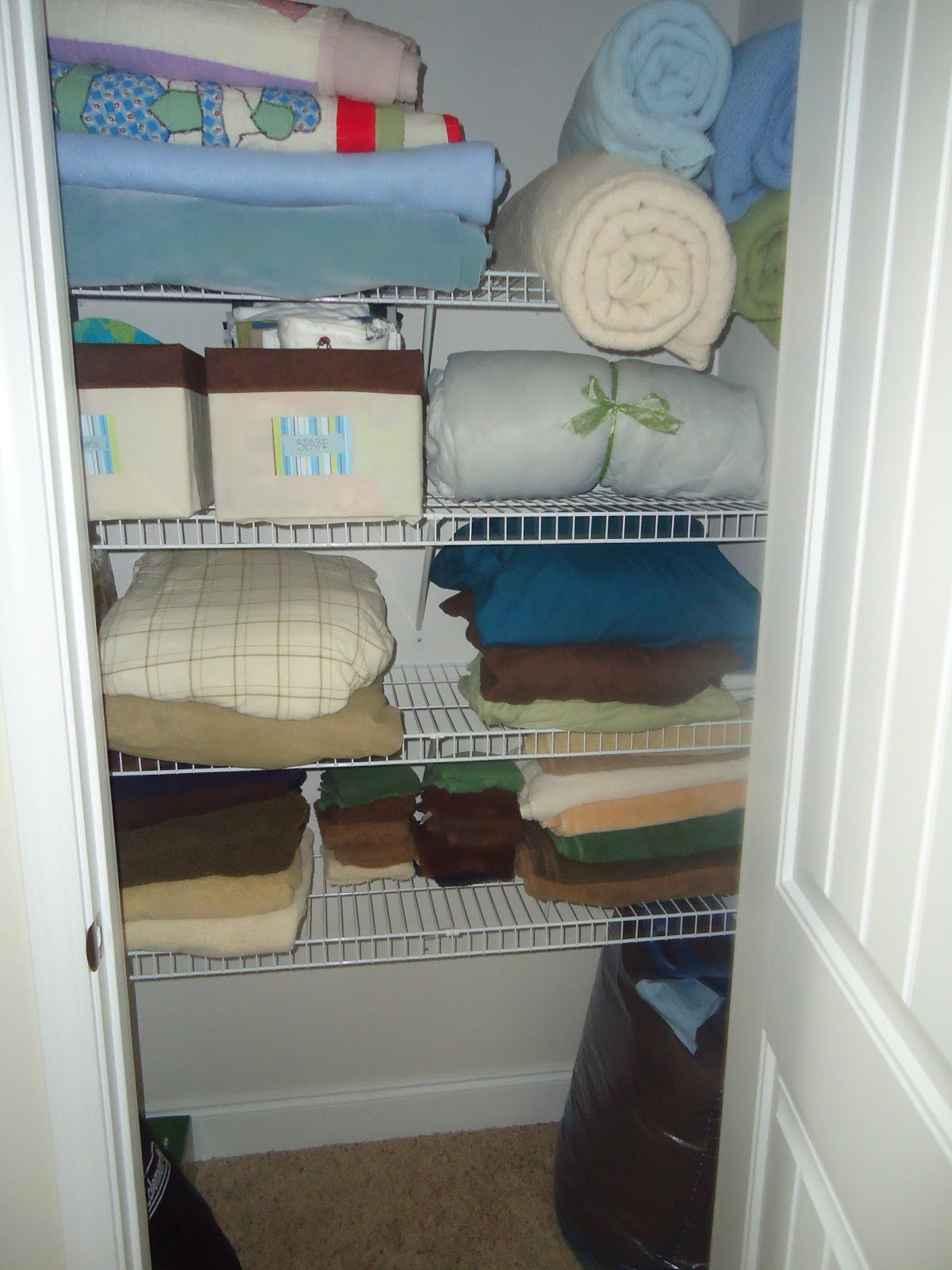 Hereu0027s My Linen Closet. On Shelf #1, We Have Folded Quilts And Rolled  Blankets For The Bed. They Are Easier To Grab When They Are Rolled Because  You Donu0027t ...