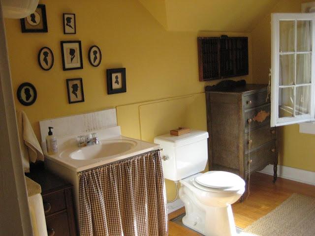 Горчичная ванная комната