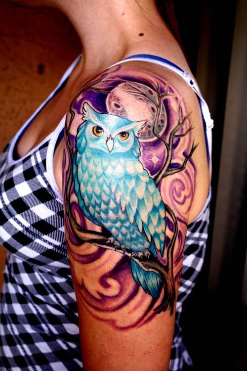 chica con tatuaje femenino, el tatuaje es muy famoso en el 2016