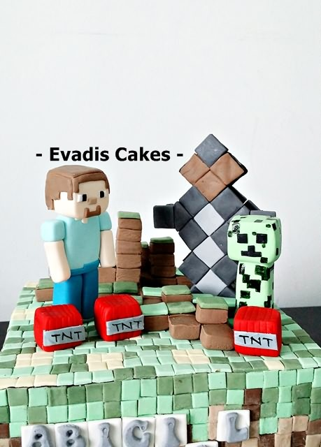 Close view picture of Minecraft cake