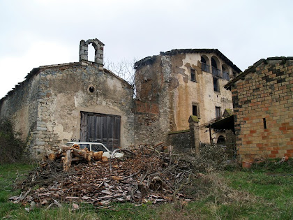 La capella de Sant Mamet situada al costat nord de la masia del mateix nom