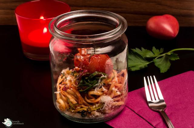 Tomatensugo mit Gartengemüse