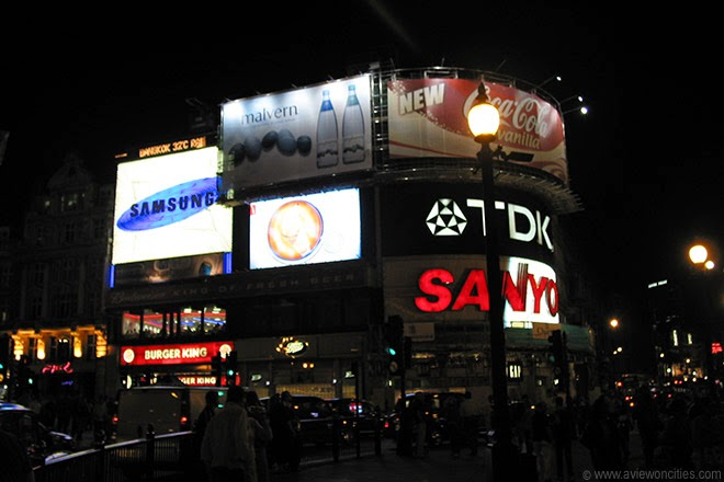 Piccadilly-Circus-night