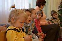 """У рамках проведення благодійної акції """"Лист Святому Миколаю"""" студенти МДАУ привітали вихованців Дитячого будинку """"Сонечко""""."""