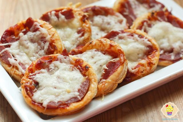 pizzerki, pizzerki z ciasta francuskiego, pizze z ciasta francuskiego, pizzetki