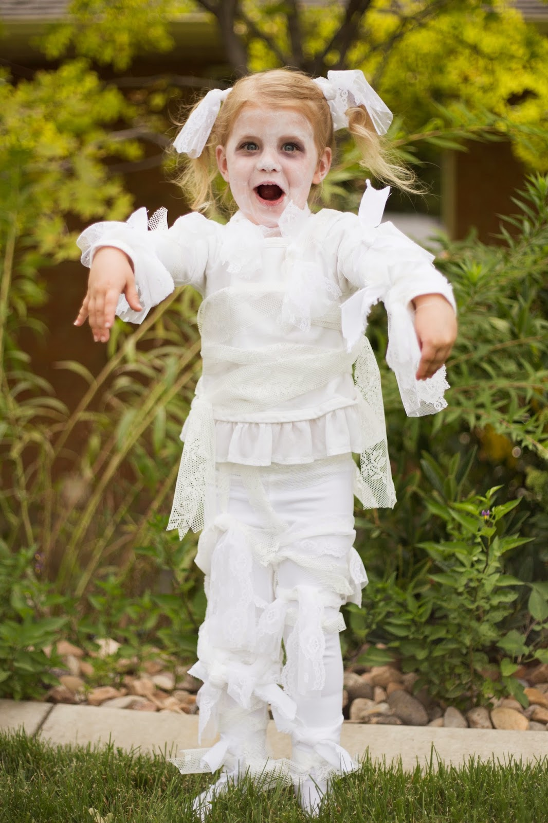 do it yourself divas: DIY: Little Girl Lace Mummy Halloween Costume