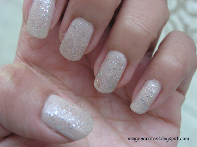 Glitter nail polish on the tips