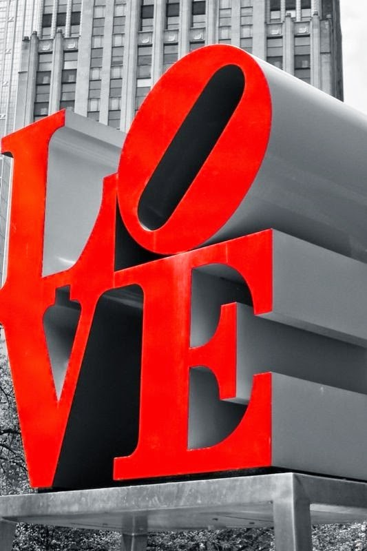 San Valentín. Letras rojas San Valentín. Ropa San Valentín. Rojo Valentino.