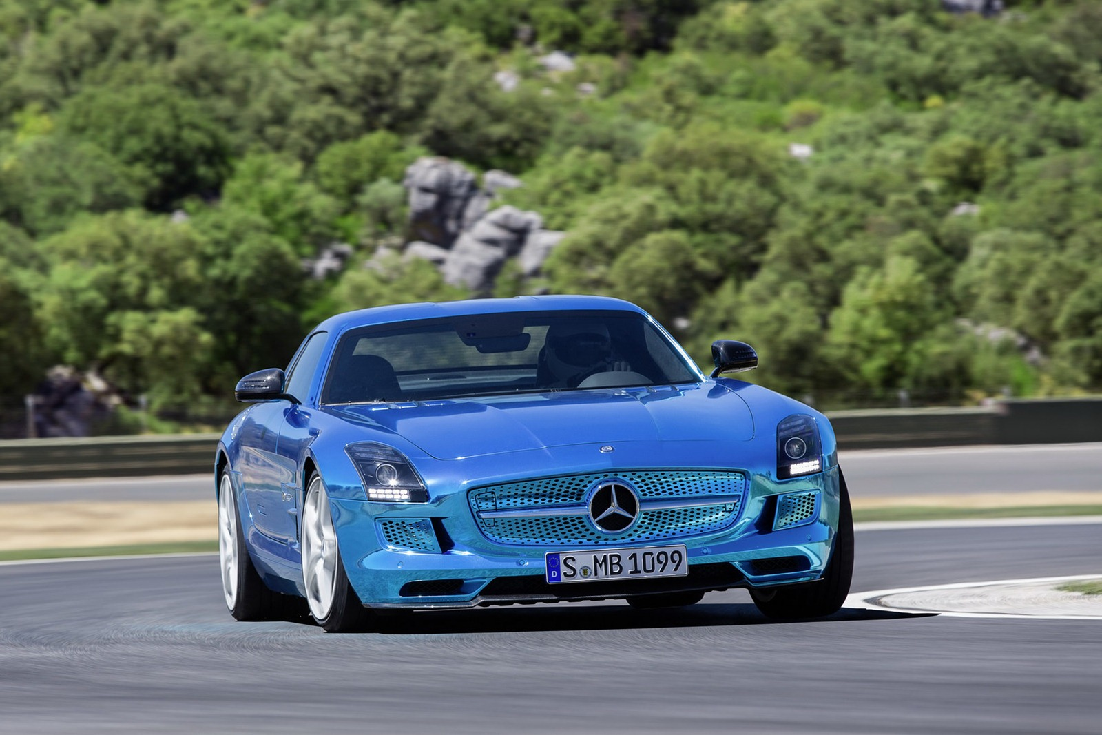 Mercedes sls amg electric drive autooonline magazine for Mercedes benz sls amg electric drive price
