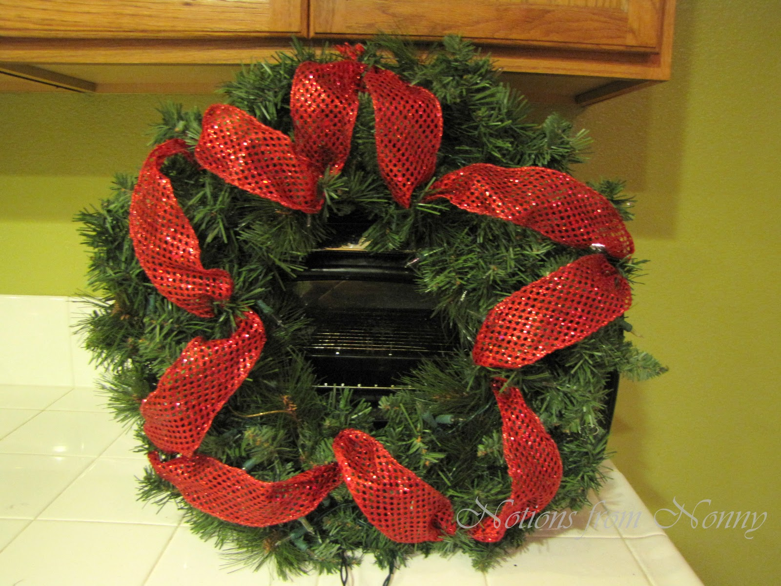 Notions from Nonny: Easy Deco Mesh Christmas Wreath