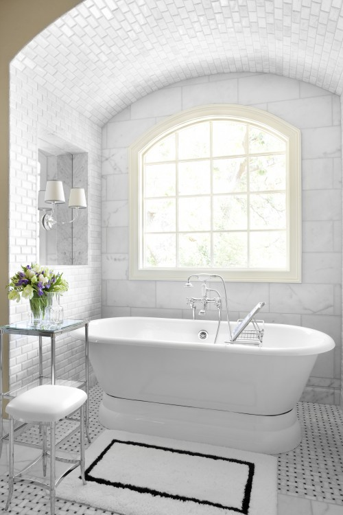 To da loos 5 pretty pedestal soaker tub bathrooms for Small marble bathroom ideas