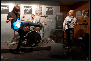 Photo du trio nantais de rock breton Daonet Fnac Nantes - concert album Donemat