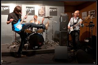 Photo du trio nantais de rock breton Daonet Fnac Nantes - concert album Donemat