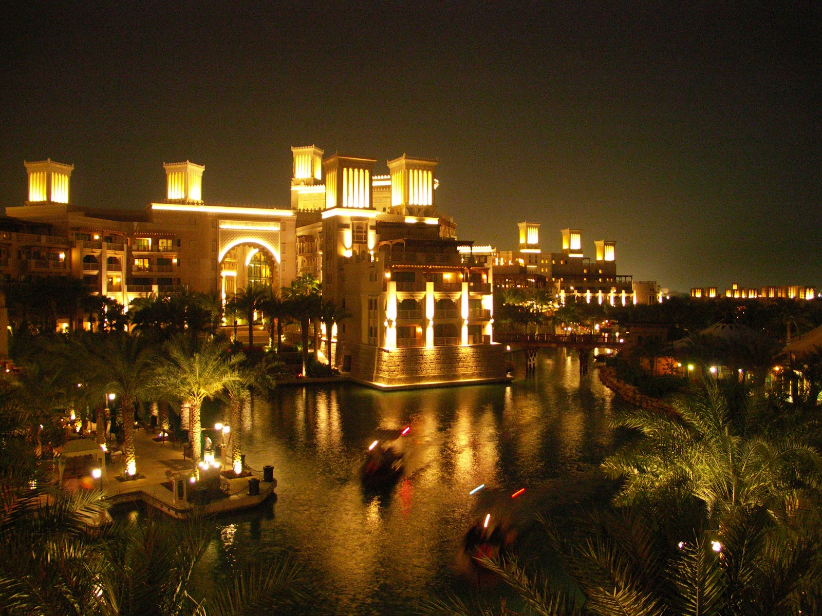 The famous hotels in dubai al qasr hotel madinat jumeirah for Dubai famous hotel